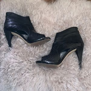 🆕 Vince Camuto booties - black 🖤